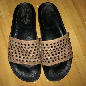 Loeffler Randall leather cat pool slides sandals 9